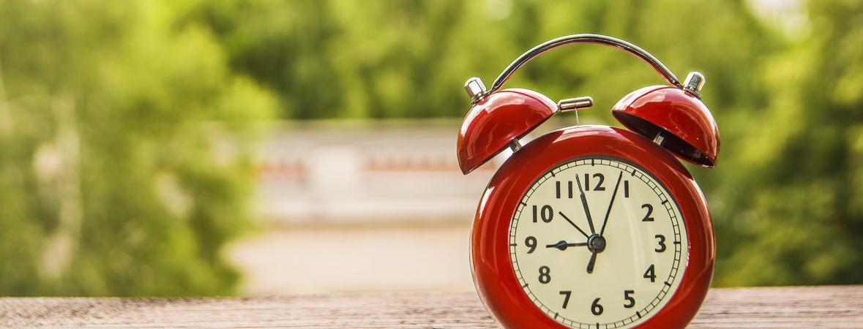 time management tips - red vintage alarm clock