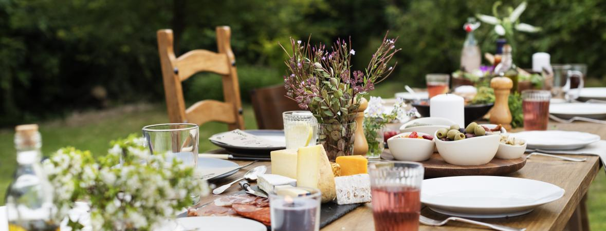 entertain guests - outdoor party