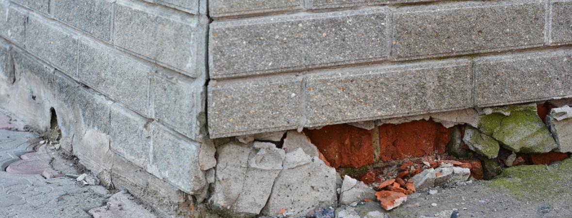 signs your foundation needs repaired