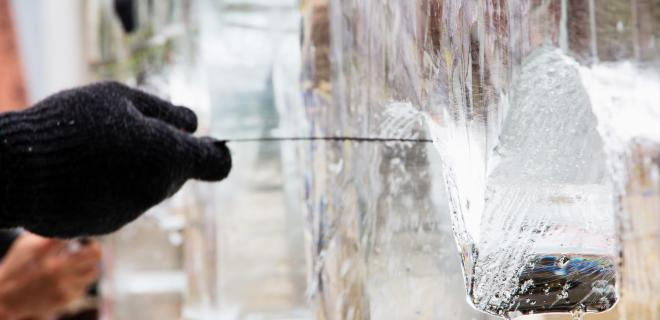 lititz - sculptor creating ice sculpture