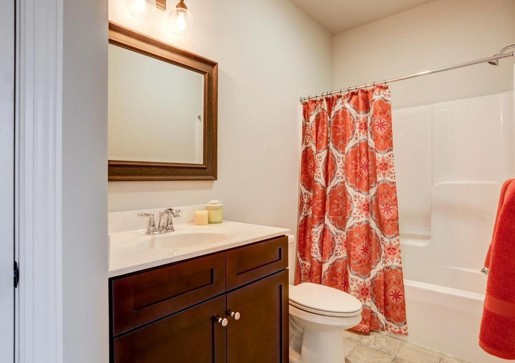 bathroom with damask patterned shower curtain