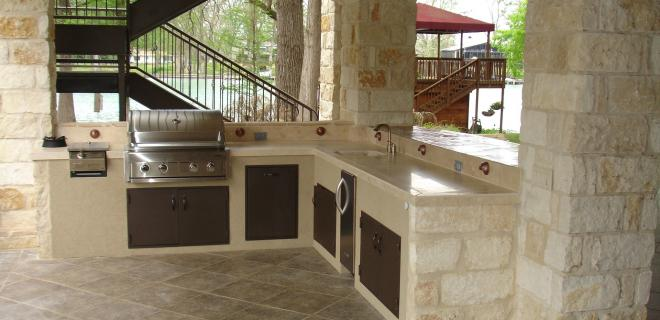 outdoor kitchen with stone masonry