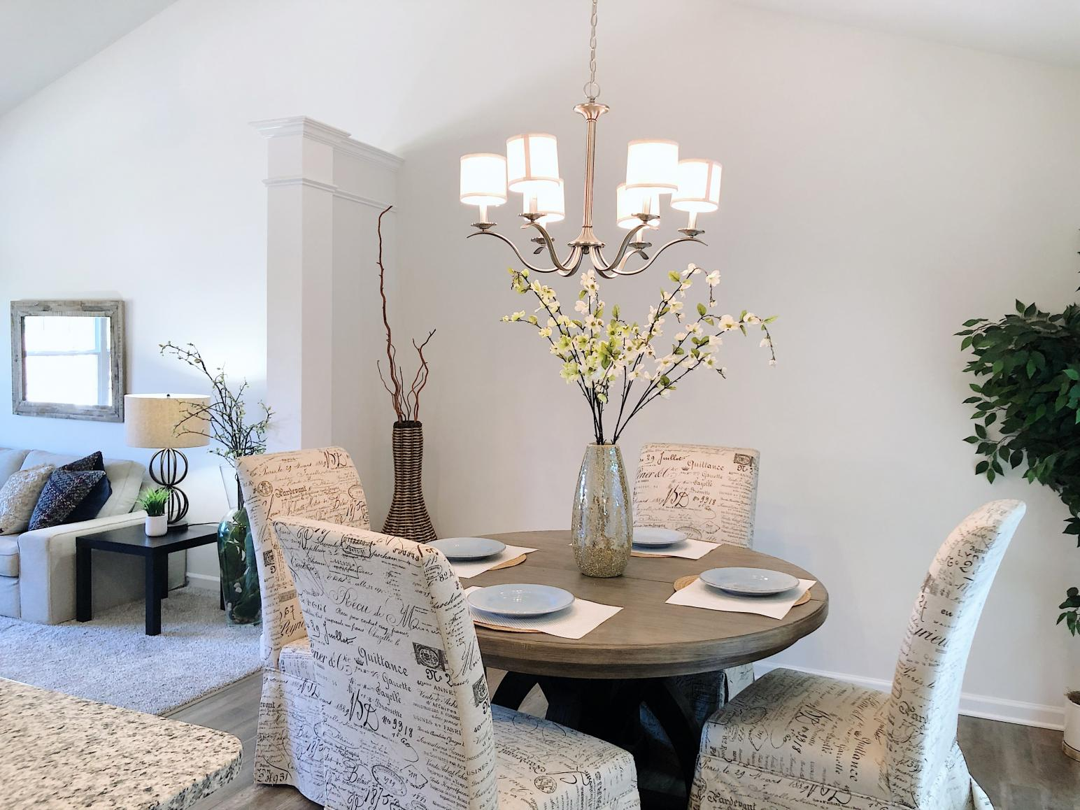eat-in dining area