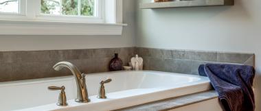 bathtub in master bathroom